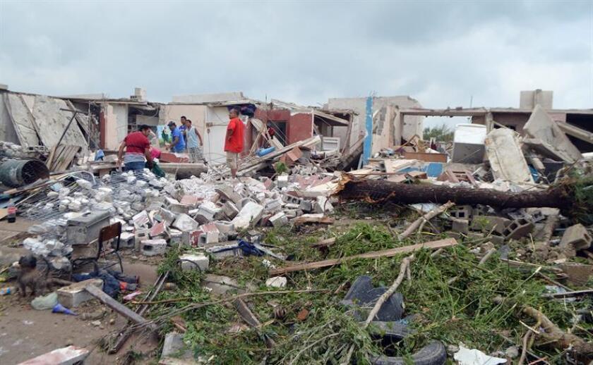 Un tornado sorprendió hoy a una comunidad de Navolato, en el estado mexicano de Sinaloa, noroeste del país, sin que al momento se tenga reporte de víctimas o daños materiales, informaron las autoridades. EFE/STR