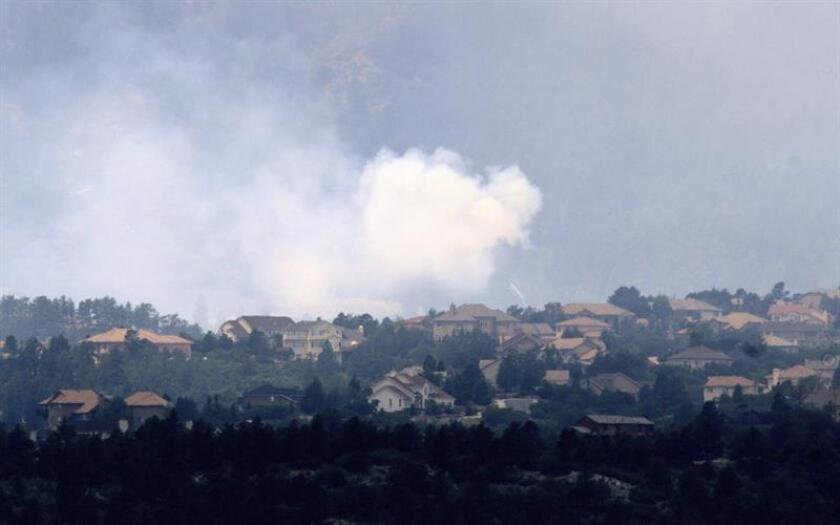 El incendio sin control que arde desde hace una semana en el Bosque Nacional San Juan, en el suroeste de Colorado, obligó hoy la evacuación de otras 300 familias, por lo que ya son más de 1.000 los hogares afectados, indicaron este mediodía las autoridades del Condado La Plata. EFE/Archivo