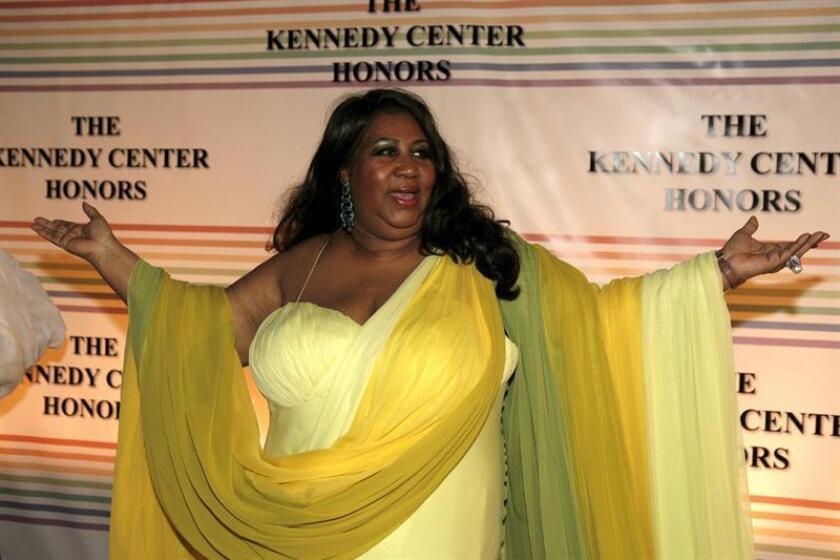 La cantante estadounidense Aretha Franklin posa a su llegada a la entrega de los Kennedy Center Honors Award en Washington, EEUU. EFE/Archivo