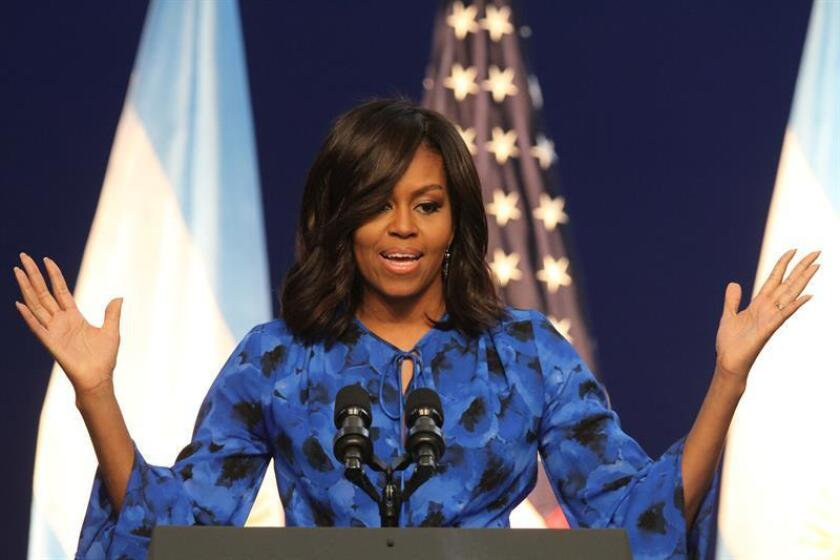 """La primera dama, Michelle Obama, quiso enviar hoy un mensaje particular a los jóvenes en su último discurso en el cargo y subrayó que la """"gloriosa diversidad"""" del país """"no es una amenaza"""", dado que, según dijo, """"es lo que somos"""". EFE/ARCHIVO"""