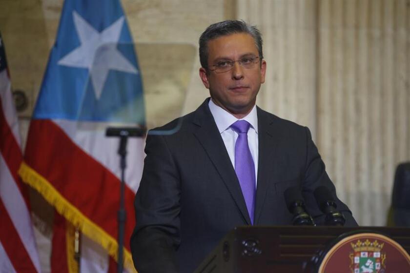 El gobernador de Puerto Rico, Alejandro García Padilla, dijo hoy que la millonaria deuda de la isla debe reestructurase y que la Junta de Supervisión Fiscal impuesta por Washington no debe apostar por medidas de austeridad que dañarían la economía. EFE/ARCHIVO