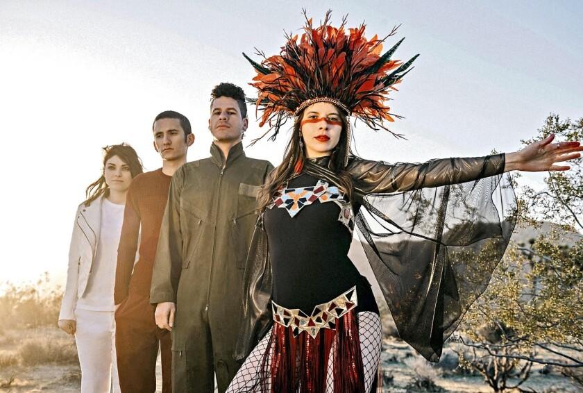 El cuarteto de punk-rock, que arranca hoy gira en Versalles 64, apoyó a la vocalista en su lucha.