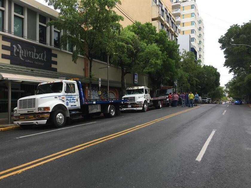 Vista de algunos camiones esperando una marcha en Puerto Rico. EFE/Archivo