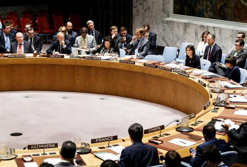 La embajadora de los Estados Unidos ante las Naciones Unidas, Nikki Haley (6-i), comparece durante la reunión del Consejo de las Naciones Unidos convocada por los Estados Unidos en relación a las sanciones contra Corea del Norte, en Nueva York, Estados Unidos, hoy, 17 de septiembre de 2018. EFE