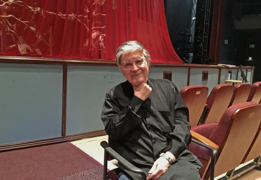 """El compositor texano de origen mexicano Xavier Rodríguez posa para Efe durante un ensayo de su ópera """"Frida"""" este jueves 14 de marzo de 2019, en Miaramar, Florida (Estados Unidos). EFE"""