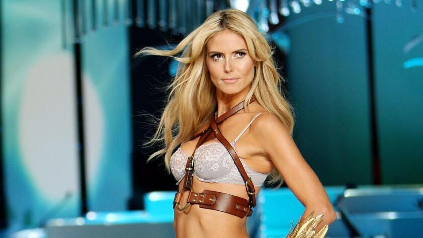Heidi Klum, en la pasarela del Show de Moda de Victoria's Secret, en 2008 (Curtis / StarPix / REX / Shutterstock / WWD).