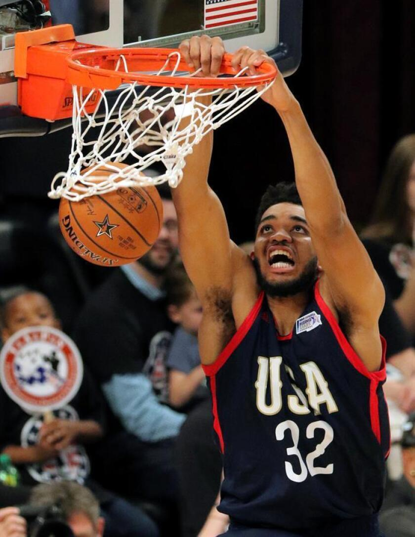 El jugador Karl-Anthony Towns durante un partido de la NBA. EFE/Archivo