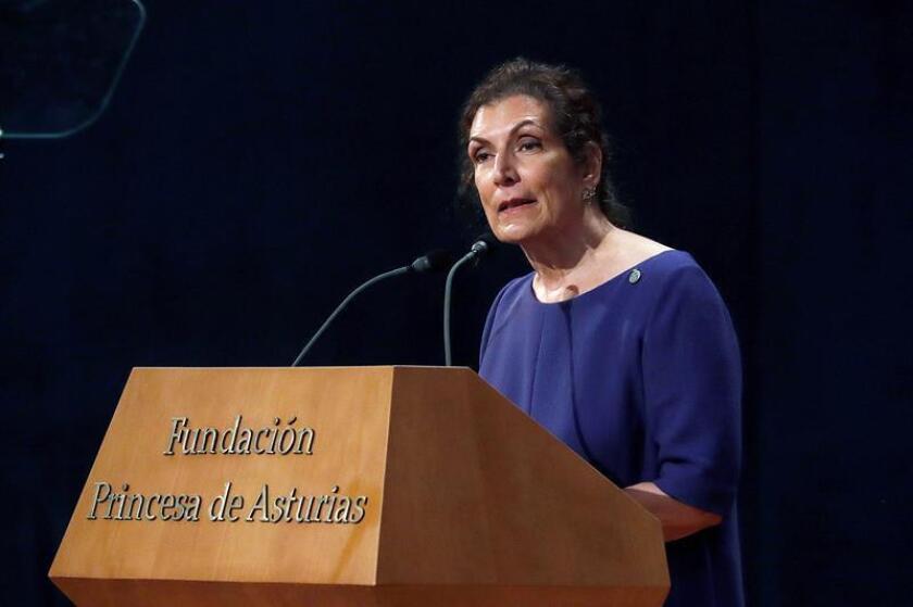 La periodista mexicana Alma Guillermoprieto, Premio Princesa de Asturias de Comunicación y Humanidades, se dirige a los asistentes a la ceremonia de entrega de la 38? edición de los Premios Princesa de Asturias, hoy en el Teatro Campoamor de Oviedo, España). EFE
