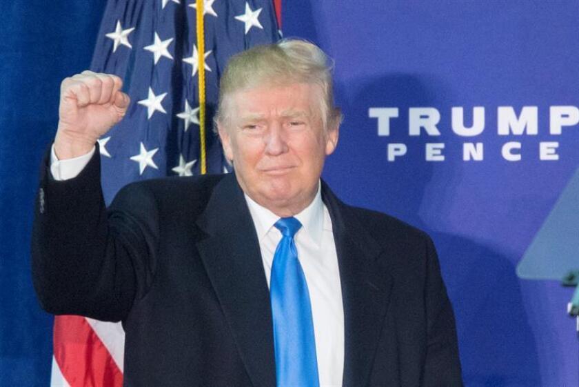 """El presidente electo, Donald Trump, dijo hoy que aunque tiene el """"derecho"""" de seguir haciendo negocios como mandatario, ha decidido no hacerlo y está rechazando ofertas multimillonarias para evitar la impresión de que incurre en conflictos de interés. EFE/ARCHIVO"""