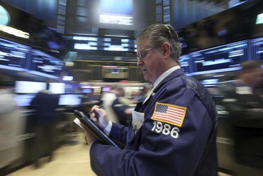 Wall Street cerró hoy en terreno mixto y el Dow Jones de Industriales, su principal indicador, cedió un 0,11 % arrastrado por el petróleo, mientras que sus otras dos referencias terminaron al alza. EFE/ARCHIVO