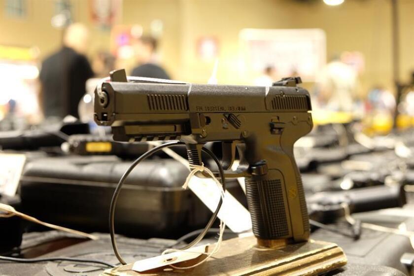 Vista un arma de la empresa FN Hersatal. EFE/Archivo