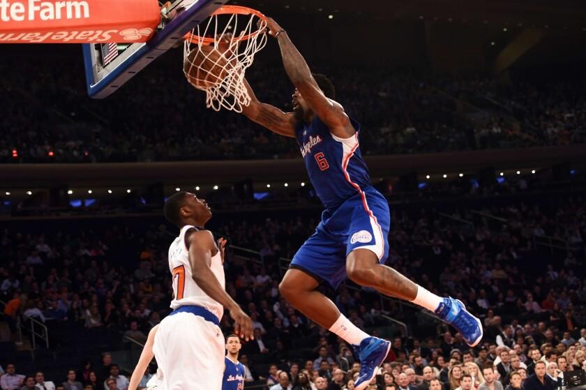 DeAndre Jordan hace una clavada en el Madison Square Garden ante los Knicks.