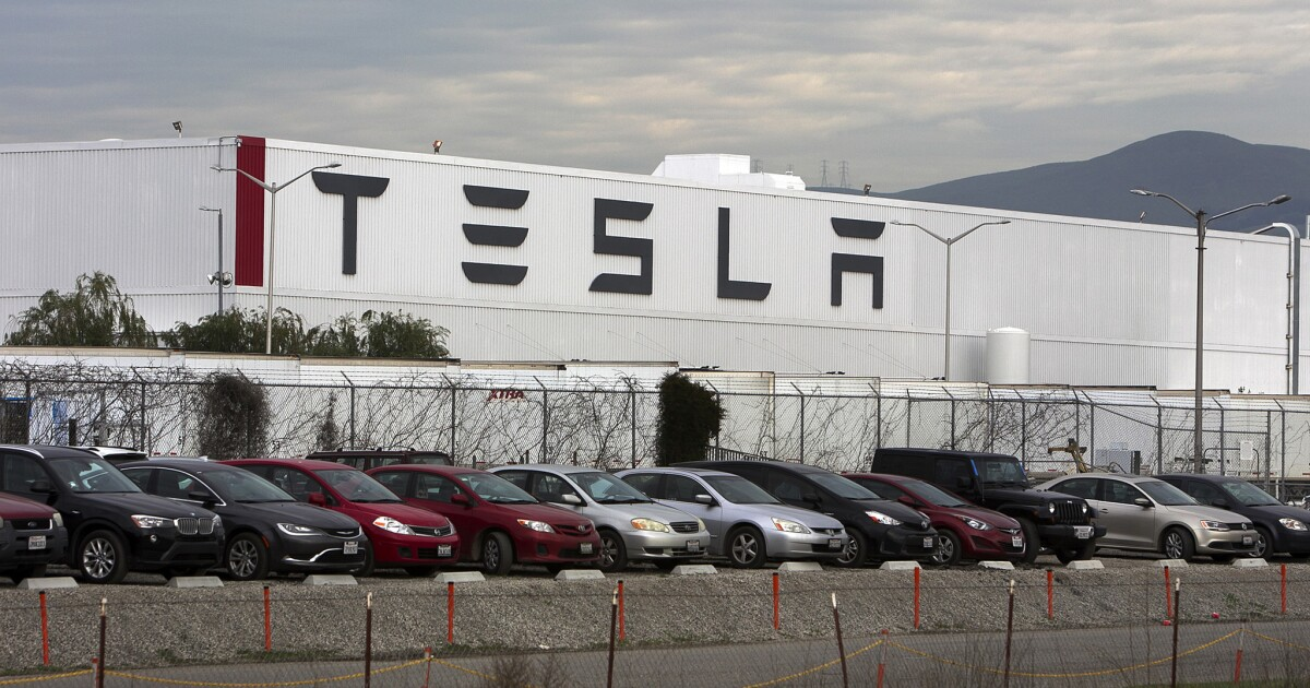 Judge told Tesla to release evidence in short seller trial. Instead, Tesla dropped the case