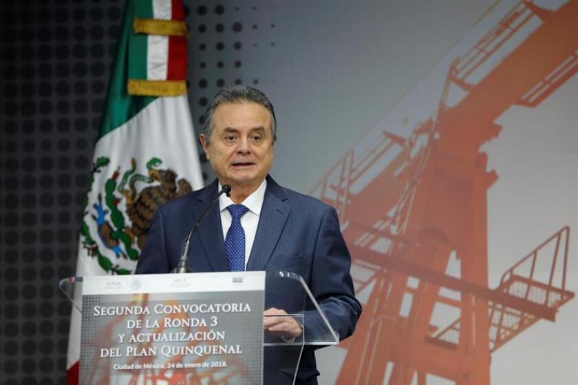 El titular de la Secretaría de Energía (Sener), Pedro Joaquín Coldwell, habla hoy, miércoles 24 de enero de 2018, previo a la presentación de la segunda convocatoria de la Ronda 3 y actualización del Plan quinquenal de Licitaciones para la Exploración y Extracción de Hidrocarburos, en un acto celebrado en Ciudad de México (México). EFE