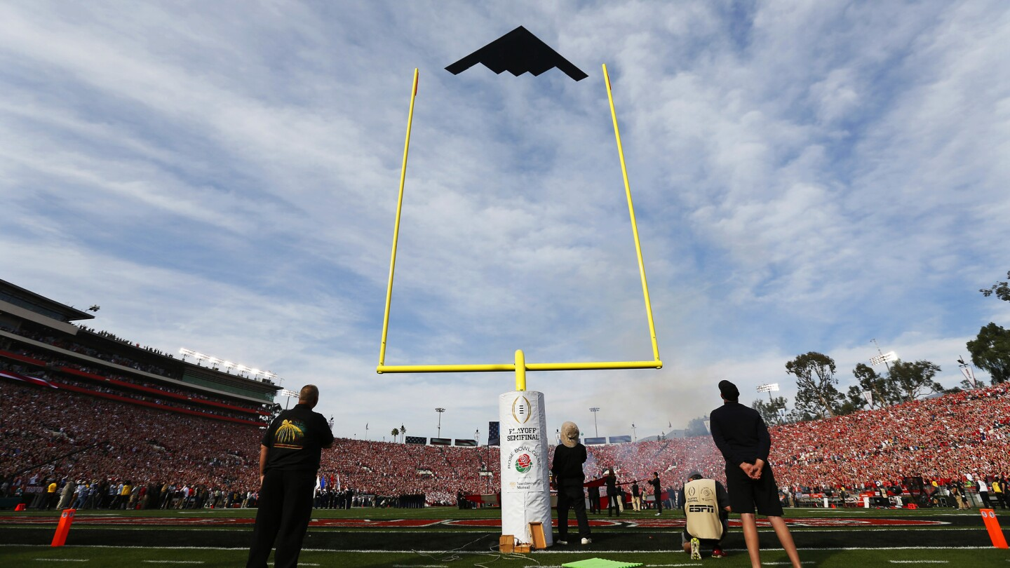 A B2 Stealth Bomber flys over the Rose Bowl before Georgia played Oklahoma on Jan. 1, 2017. (Photo by K.C. Alfred/ San Diego Union-Tribune)