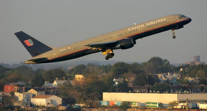 Un Boeing 757 de la United Airlines despega del Aeropuerto de LaGuardia en la ciudad de Nueva York, el martes 10 de octubre. EFE/Archivo