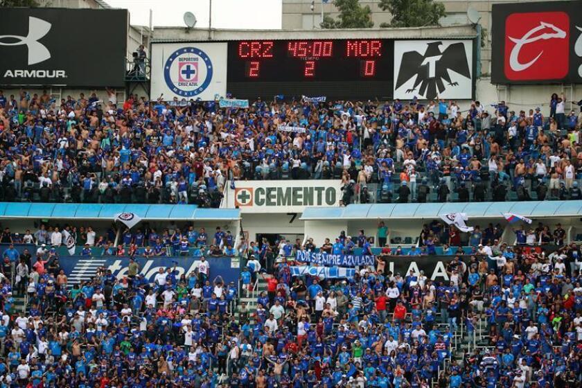 Vista del último marcador del Cruz Azul en el estadio Azul durante un partido contra Morelia de la jornada 16 del Torneo Clausura del fútbol mexicano celebrado en Ciudad de México (México). EFE