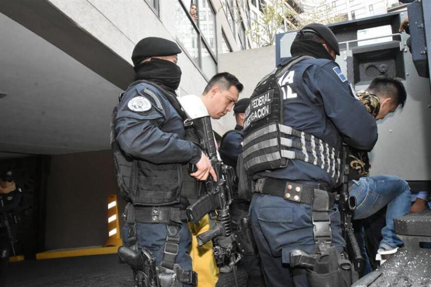 Fotografía del 1 de marzo de 2019 que muestra la detención de líderes de grupos delictivos en Ciudad de México (México). EFE/STR