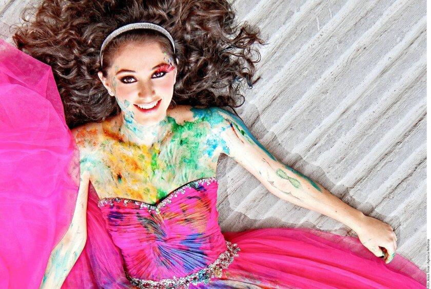 El concepto Trash the Dress se ha impuesto en la industria fotográfica con el objetivo de encontrar un uso extra al vestido que ya no usarás más.