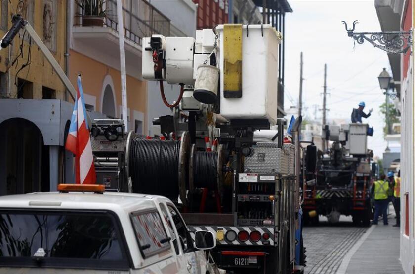 El presidente de la Comisión de Salud del Senado de Puerto Rico, Ángel Martínez, anunció que hoy solicitará al Cuerpo de Ingenieros del Ejercito de Estados Unidos que de prioridad a asistir a la Autoridad de Energía Electrica (AAE) en los trabajos de re-energización de todos los hospitales en Puerto Rico. EFE/ARCHIVO