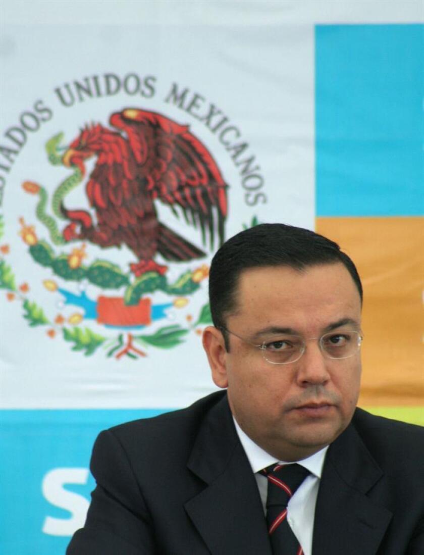Imagen de archivo del 22 de agosto de 2007, del director general del IMSS, Germán Martínez Cázares, cuando estaba al frente de la Secretaría de Función Pública. EFE/Archivo
