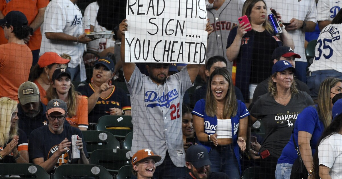 Dodgers voice appreciation for large contingent of fans in blue at Houston