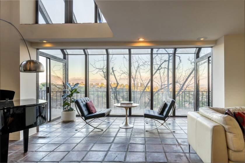 The Bissner House features expansive views from floor-to-ceiling glass.