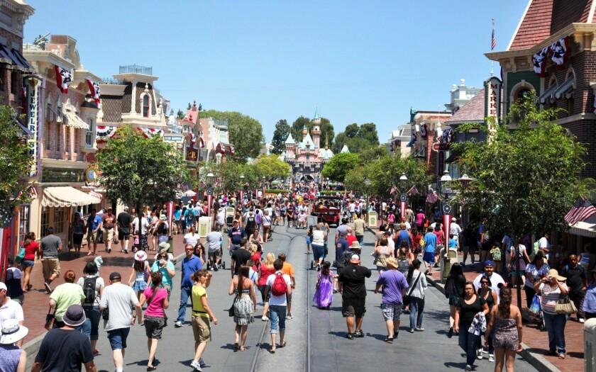 Disneyland Clebra su 61 aniversario