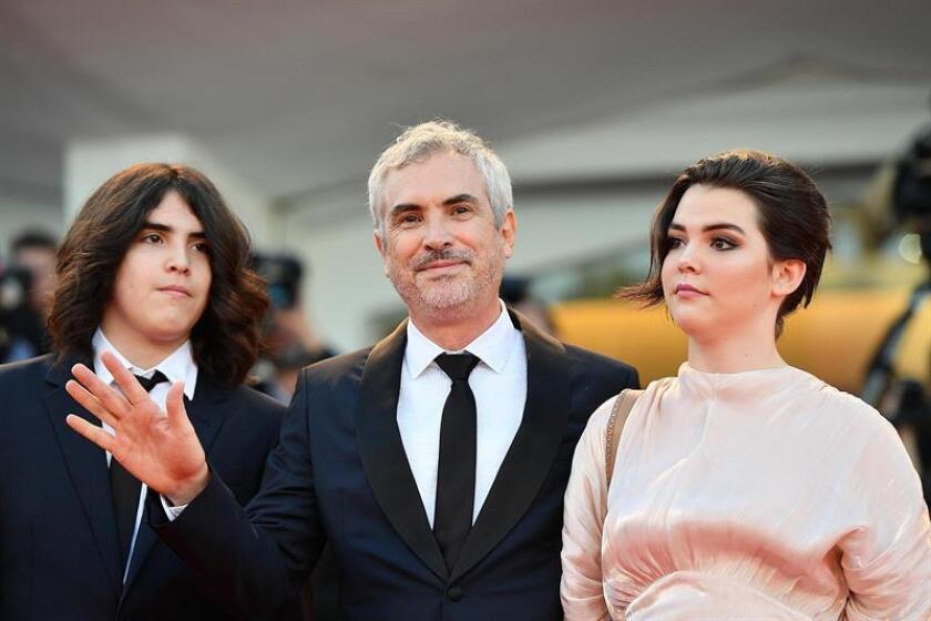 El director mexicano Alfonso Cuarón (c) llega con su hijo e hija a la ceremonia de entrega de premios del 75? Festival Internacional de Cine de Venecia, en Venecia, Italia. EFE