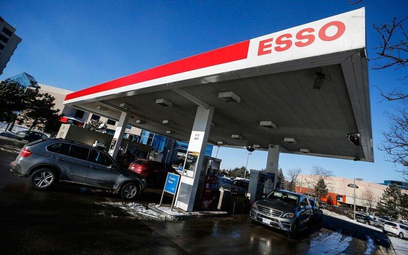 Estaciones de gasolina cercanas a la frontera con México esperan incremento de clientes de ese país.