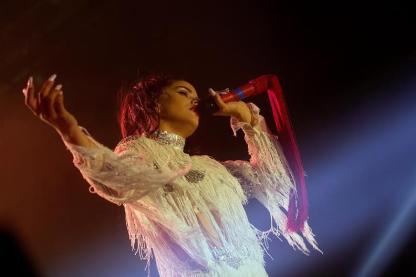 """La cantante española Rosalía anunció hoy la fecha de lanzamiento de su nuevo disco """"El mal querer"""", que saldrá a la venta el 2 de noviembre, en una enorme pantalla en Times Square, la plaza más concurrida de Nueva York. EFE/ARCHIVO"""
