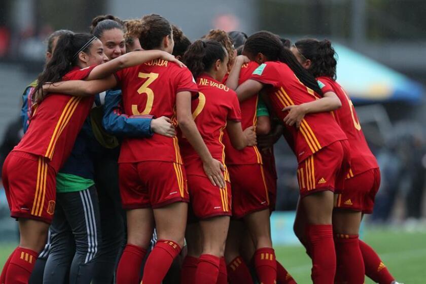 Jugadoras de España celebran un gol ante Nueva Zelanda hoy, miércoles 28 de noviembre de 2018, en un partido de las semifinales de la Copa Mundial Femenina Sub'17 en el estadio Charrúa en Montevideo (Uruguay). EFE