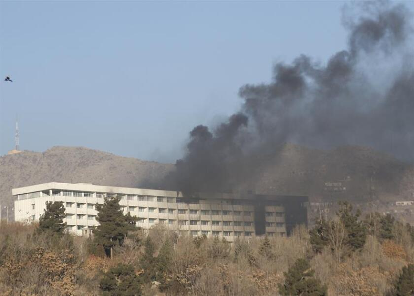EE.UU. condenó hoy el asalto talibán al Hotel Intercontinental de Kabul, que causó una veintena de muertos, catorce de ellos extranjeros, y afirmó que está en contacto con el Ejecutivo afgano en relación con la investigación del ataque. EFE/EPA/Archivo