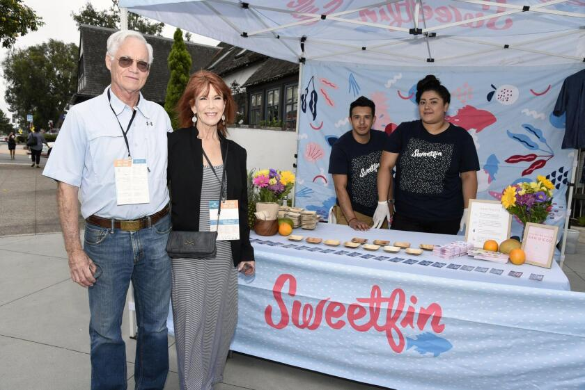 Larry Sakas and Kathie Hall, David Flores and Perla Barragan of SweetfinPoke.com