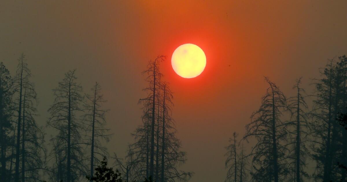Εκκένωση ατόμων με ειδικές ανάγκες από Κινκέιντ φωτιά με δύναμη έξω, ουρλιάζοντας ανέμους