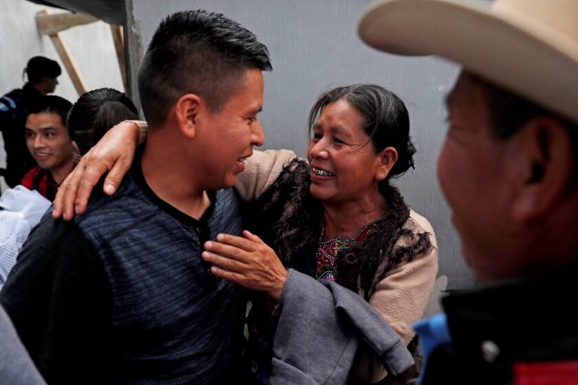 Llegan a Guatemala más de 200 migrantes deportados de Estados Unidos