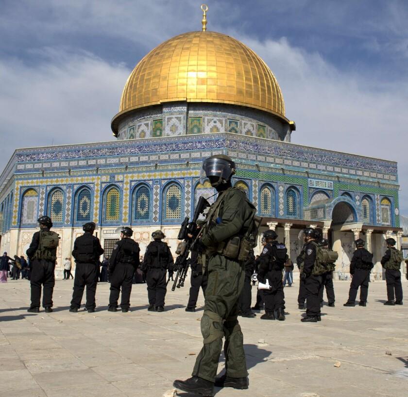 Israelis, Palestinians clash in Jerusalem