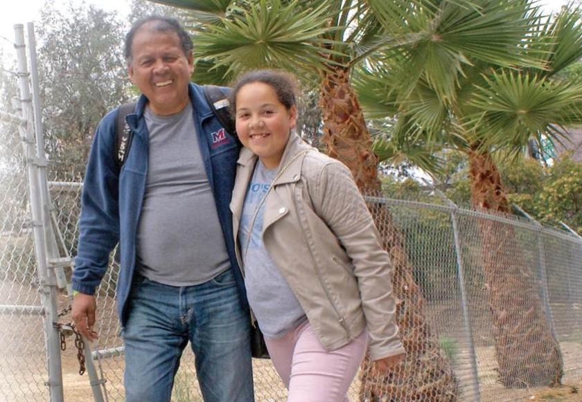 INSEPARABLES. Álex González y su hija Stephanie, de 14 años, no pueden disimular la felicidad de estar juntos.Foto: Saudi Jiménez