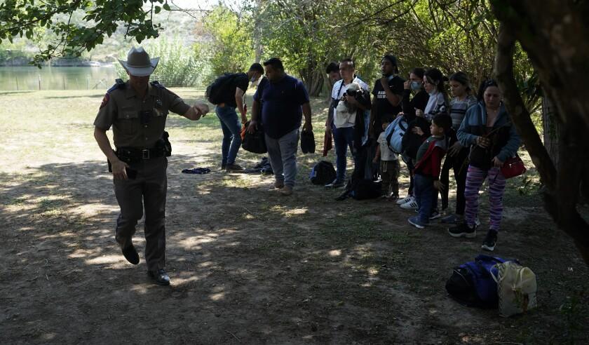 Piden a Texas retirar orden de inmigración