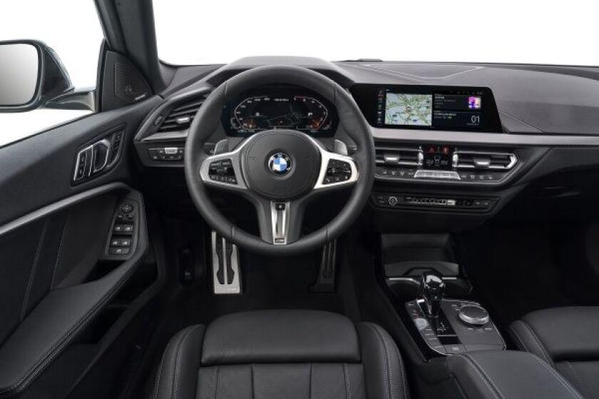 BMW-2-Series-Sedan-DriverArea.jpg