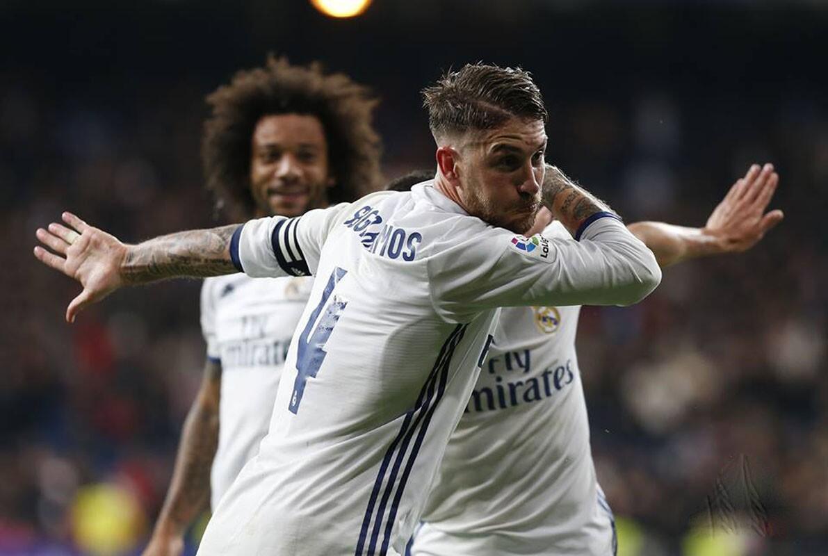 Sergio Ramón lo volvió a hacer: en el último minuto hizo el gol de la victoria del Real Madrid y acabaron la jornada con 37 puntos por 31 del Barcelona; antes los culés el zaguero merengue también anotó en la agonía el 1-1.