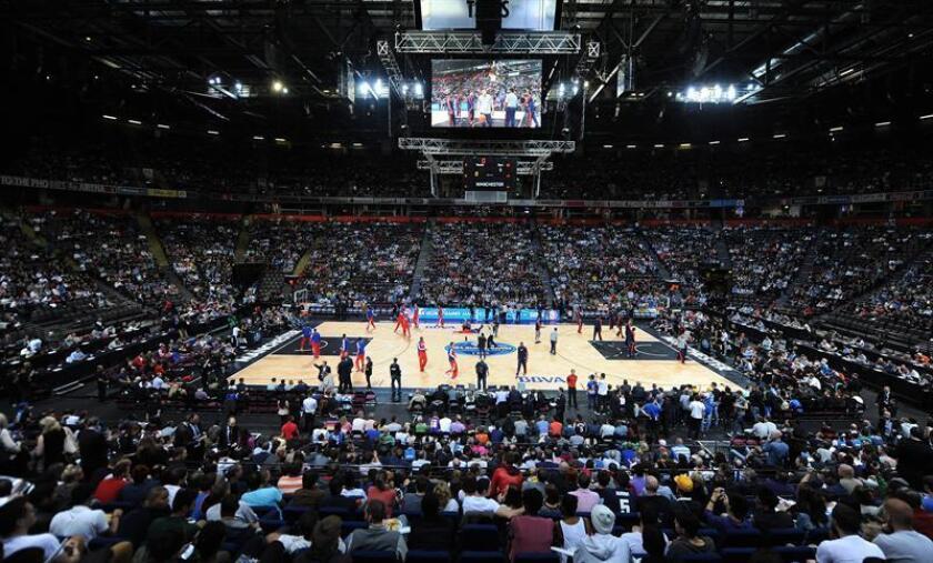 La NBA y el sindicato de jugadores, 24 horas antes que se cumpliese el plazo para cualquiera de las partes solicitar la revisión del antiguo contrato, llegaron a un acuerdo en principio sobre un nuevo contrato colectivo. EFE/Archivo