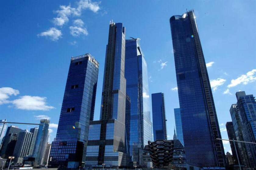Vista de unos de los edificios del Hudson Yards, el nuevo conjunto de edificios del oeste de Manhattan, este domingo en Nueva York (Estados Unidos). EFE
