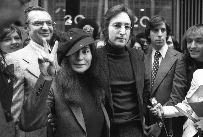 John Lennon y su esposa, Yoko Ono.