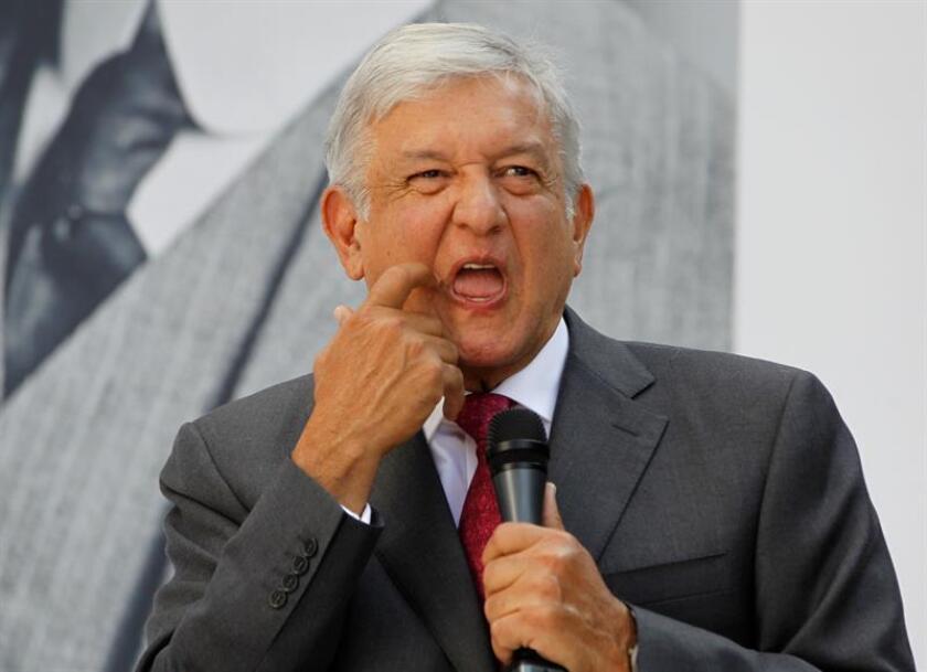 El presidente electo de México, Andrés Manuel López Obrador, participa en una rueda de prensa hoy, viernes 9 de noviembre de 2018, en Ciudad de México (México). EFE
