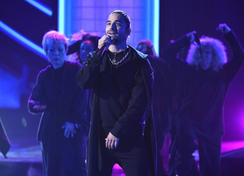 """Maluma interpreta """"Mala mía"""" en la ceremoia de los Latin American Music Awards"""