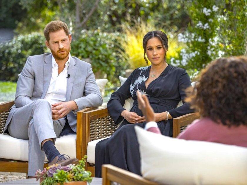 El príncipe Harry y Meghan, la duquesa de Sussex, charlan con Oprah Winfrey.
