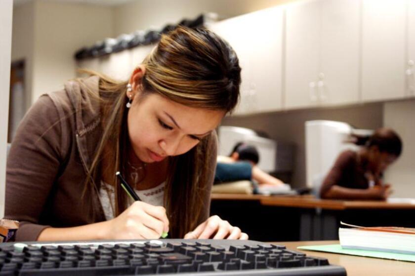 Perú, Chile y Estados Unidos están entre los once países donde la situación socio-económica del alumno tiene más impacto en su rendimiento escolar.