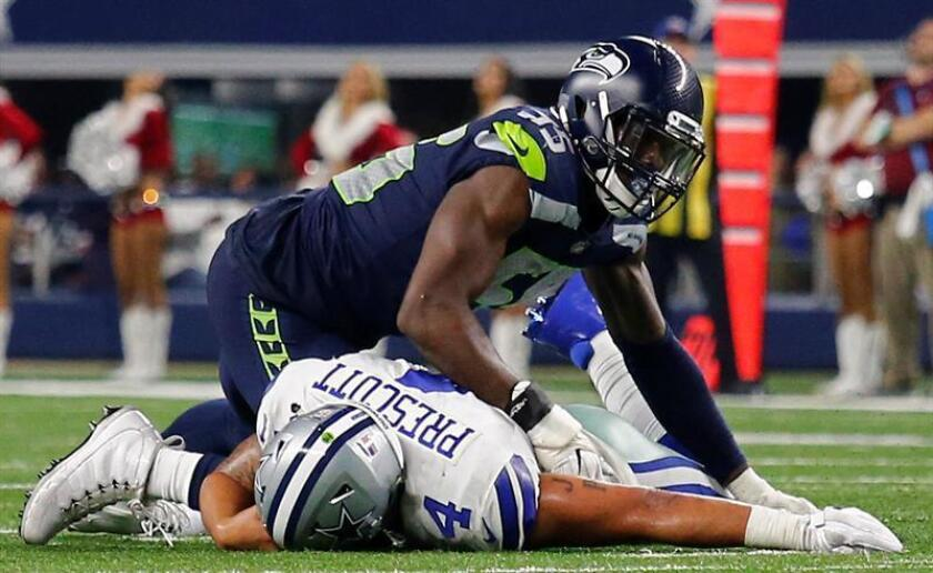 Dallas Cowboys quarterback Dak Prescott (L) is sacked by Seattle Seahawks defensive end Frank Clark (R) in the second half of the NFL American football game between the Seattle Seahawks at Dallas Cowboys at the AT&T Stadium in Arlington. EFE