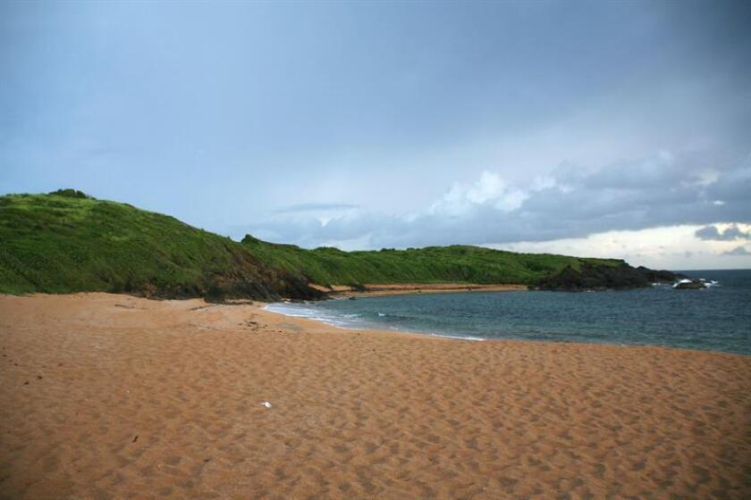 Encuentran huesos humanos en playa en suroeste de Puerto Rico